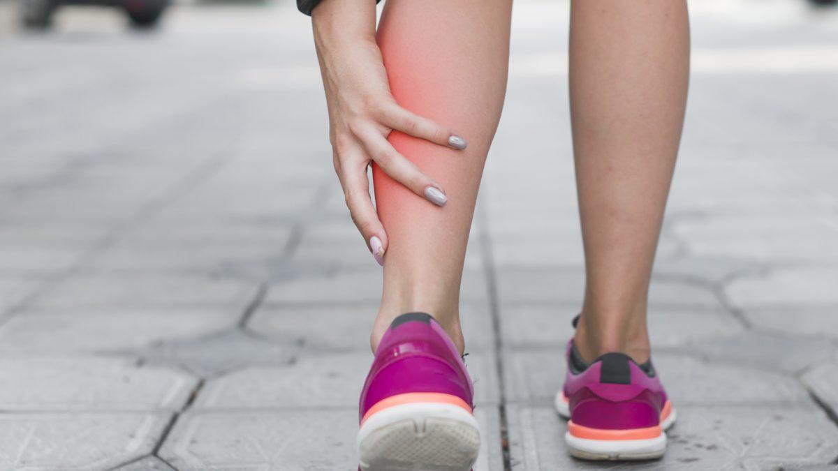 Quais as possíveis causas de dor na perna?